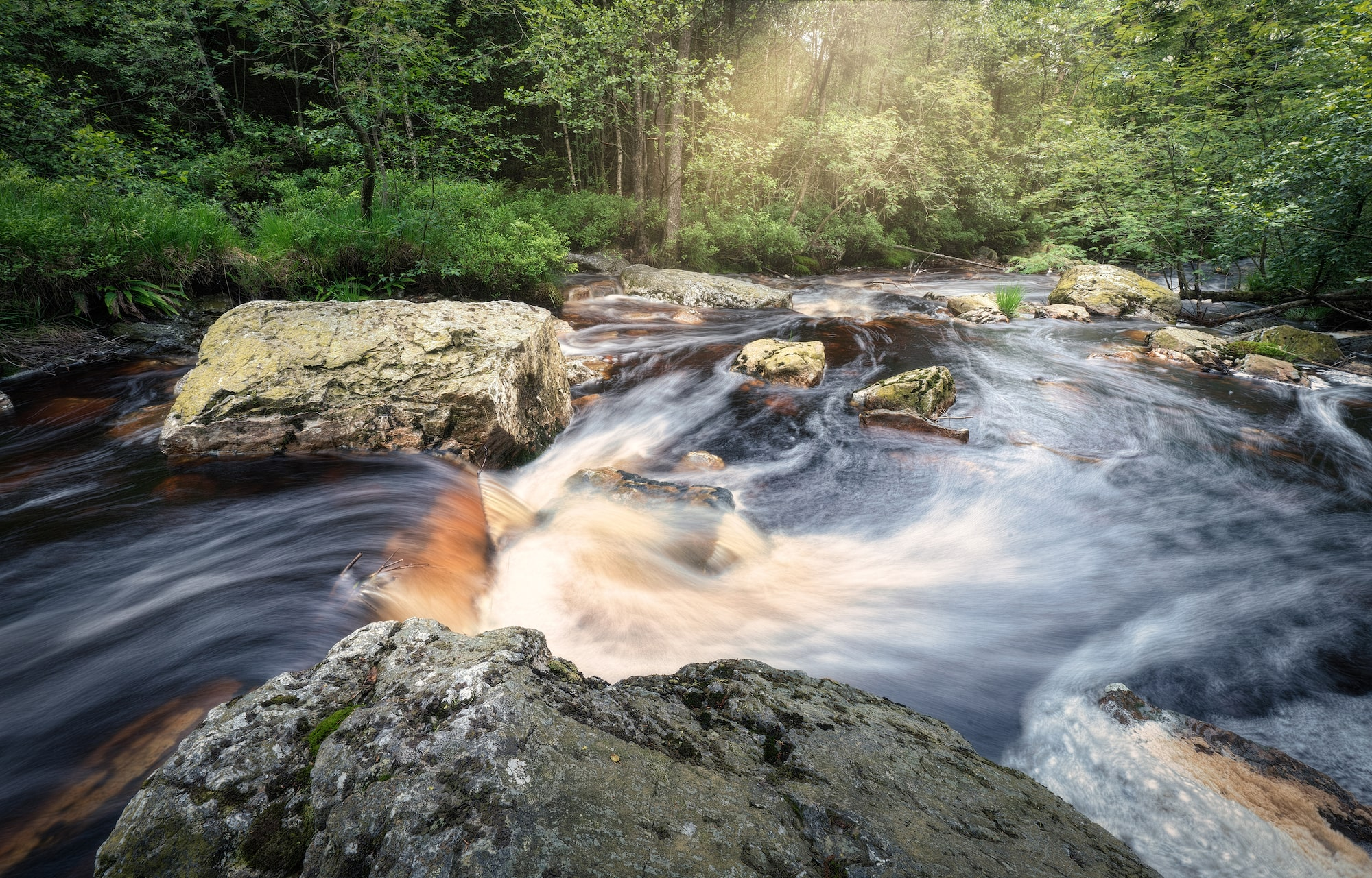 michael schaake sony alpha 7RM4 a fast flowing river captured in slow motion against the rocks