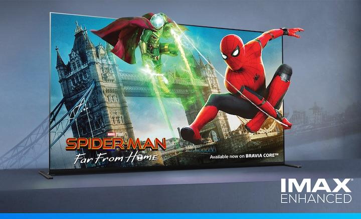 Das Bild zeigt Spider-Man: Far From Home auf einem BRAVIA Bildschirm mit dem IMAX ENHANCED Logo