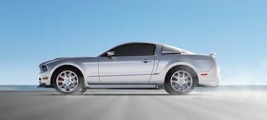 Bild eines fahrenden Autos, das die Funktion OLED XR Motion Clarity verdeutlicht