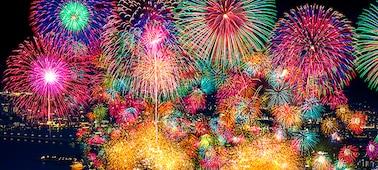 Feuerwerk mit extremem Kontrast und lebensechter Tiefe